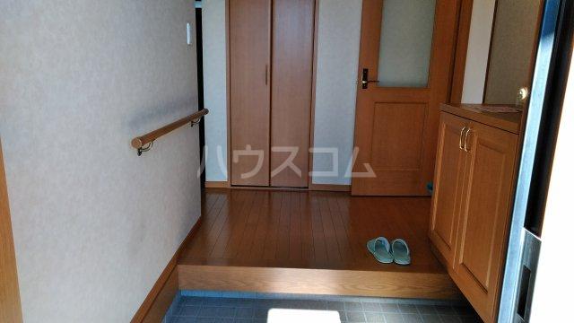 菖蒲町倉庫付き貸家の玄関