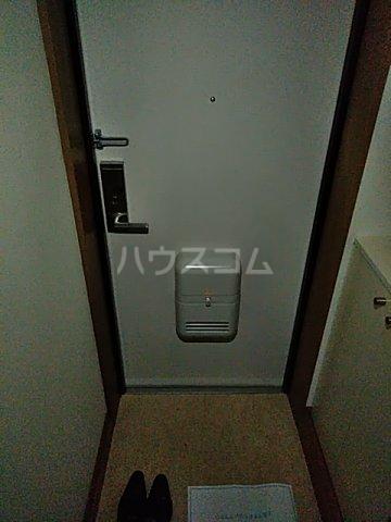 メゾン ルオーイェ 105号室の玄関