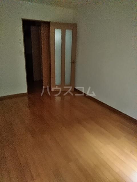 メゾン ルオーイェ 105号室の居室