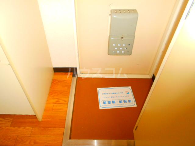 スカイコート三鷹 107号室の玄関