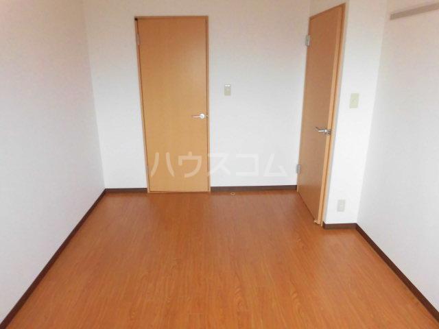 フィオーレ 101号室のベッドルーム