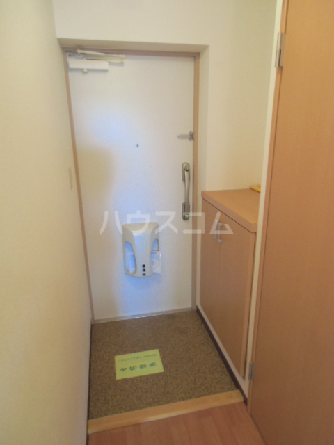 グランストーク波音 202号室の玄関