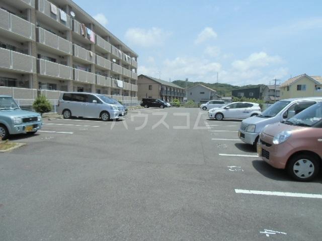 グランストーク波音 202号室の駐車場