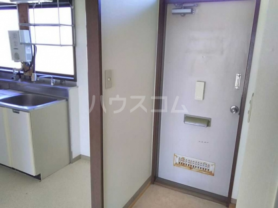 トレンディ 102号室の玄関