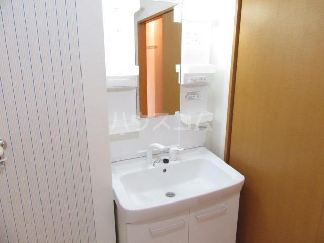 リビングタウン長谷 A 102号室の洗面所