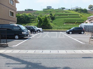 フランシーズ 301号室の駐車場