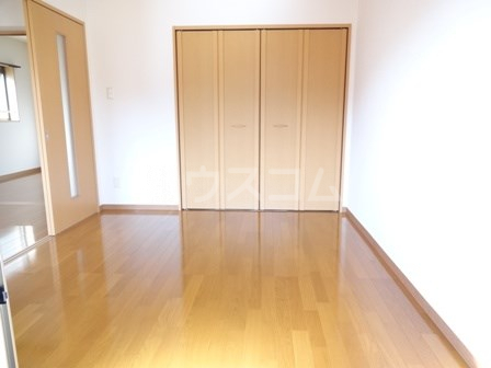 エヴァーグリーン 102号室の居室