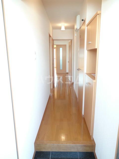 エヴァーグリーン 201号室の玄関