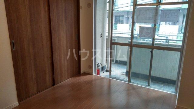 大塚八番館 201号室の玄関