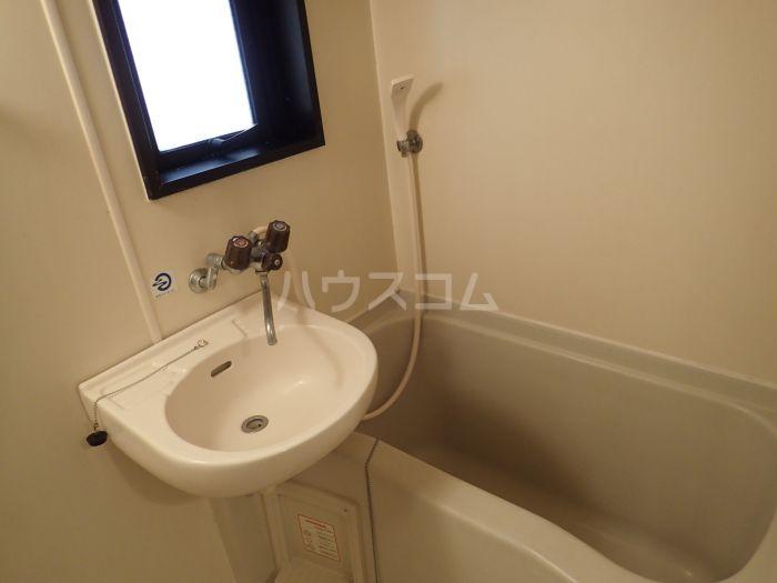 ダイナコート大博通り 301号室の洗面所