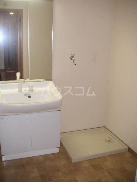 アルバ空港東 202号室の洗面所