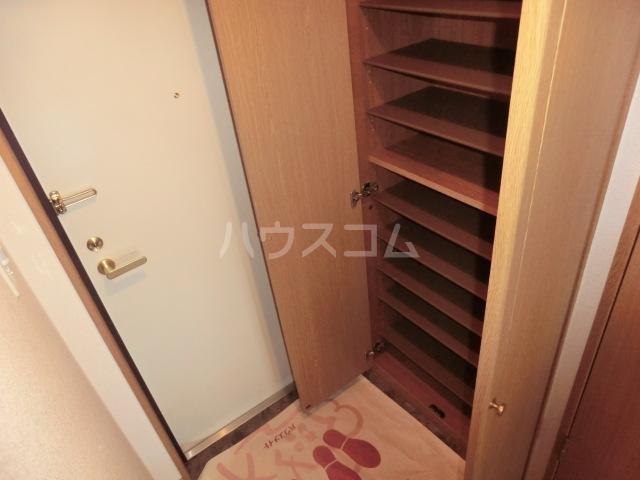 ボンシャンス 207号室の玄関