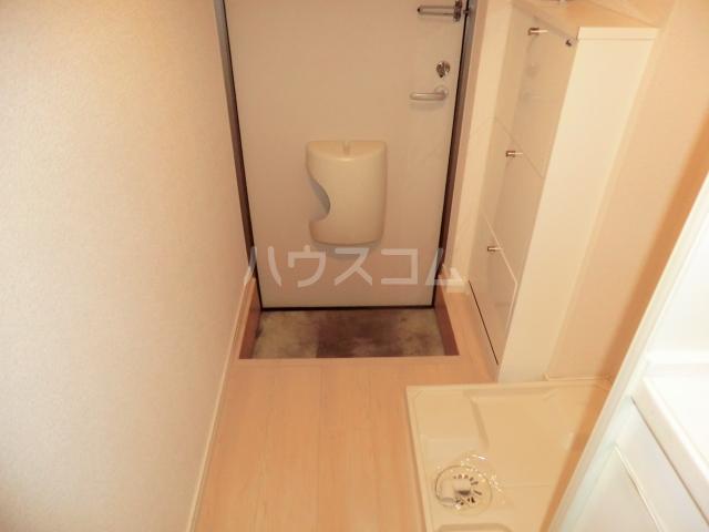 プライマリステージ吉塚 203号室の玄関