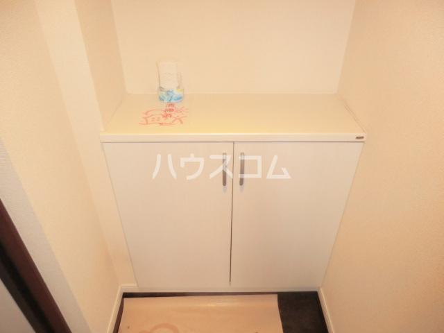 グロースイースト 406号室の玄関