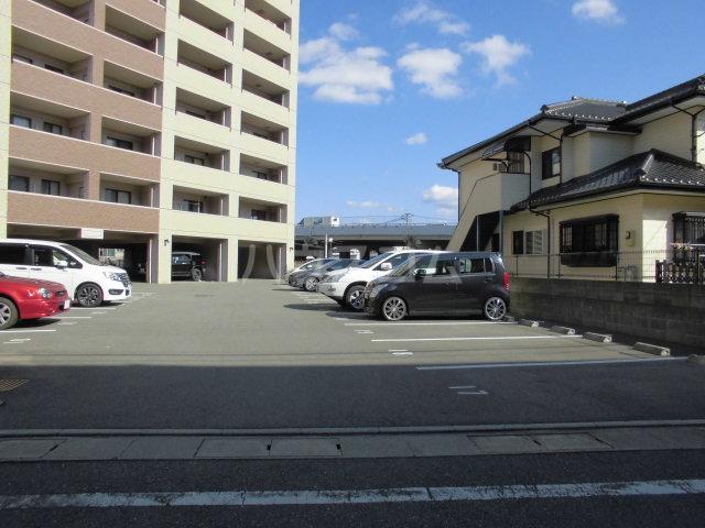 イースト フルハウス 306号室の駐車場