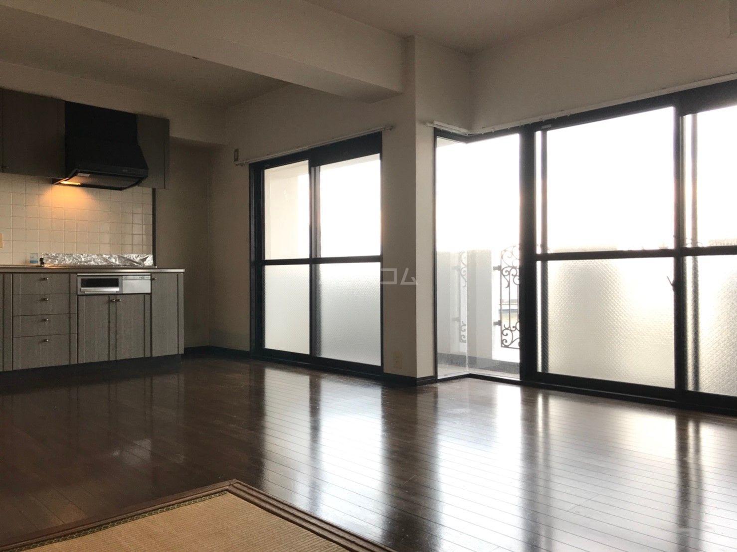 ロマネスク箱崎タワーホームズ E402号室のリビング