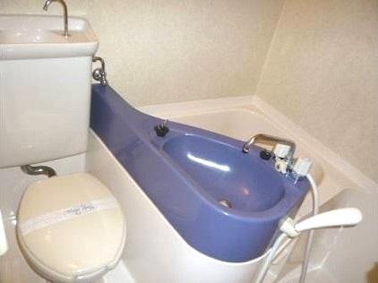 ロマネスク博多駅前 816号室のトイレ