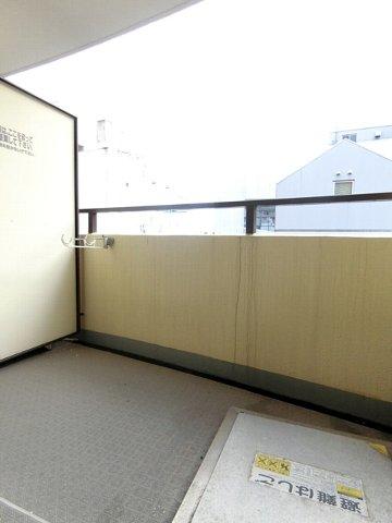 ロマネスク博多駅前 816号室のバルコニー