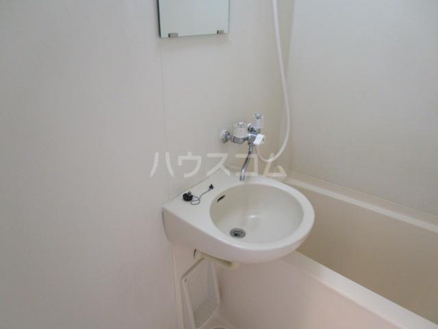 シャンフォンテM 101号室の洗面所