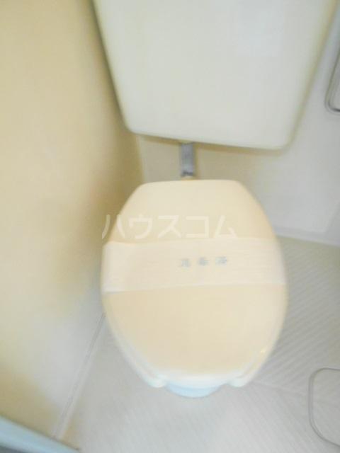 リバーサイドヴィラ 102号室のトイレ