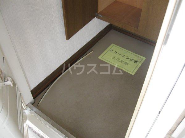 スプリームハイツ A103号室の玄関