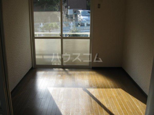 スプリームハイツ A103号室の居室