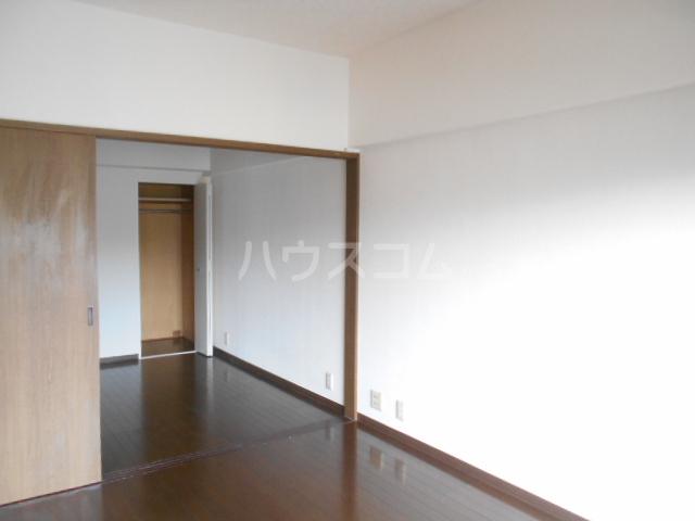 ノーブル貝取 302号室の居室