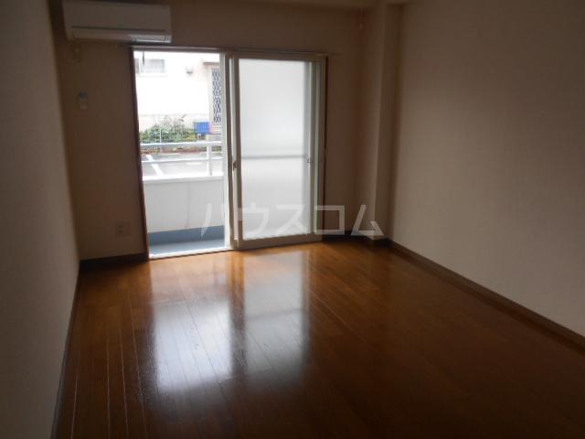ウエストヴィレッジ 205号室の居室