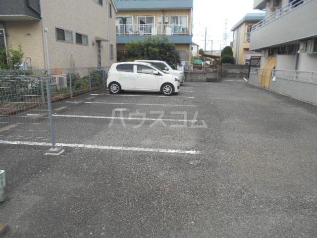 ウエストヴィレッジ 205号室の駐車場