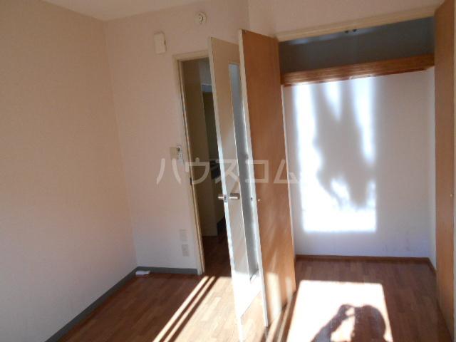 グリーンウッドⅡ 102号室の居室