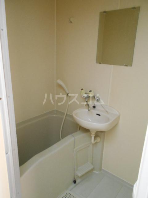 グリーンウッドⅡ 102号室の風呂