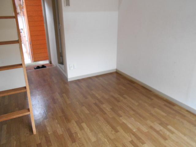 ホワイトウイング連光寺Ⅰ 204号室の居室
