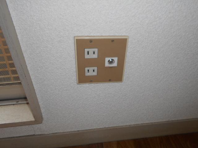 ホワイトウイング連光寺Ⅰ 205号室のリビング