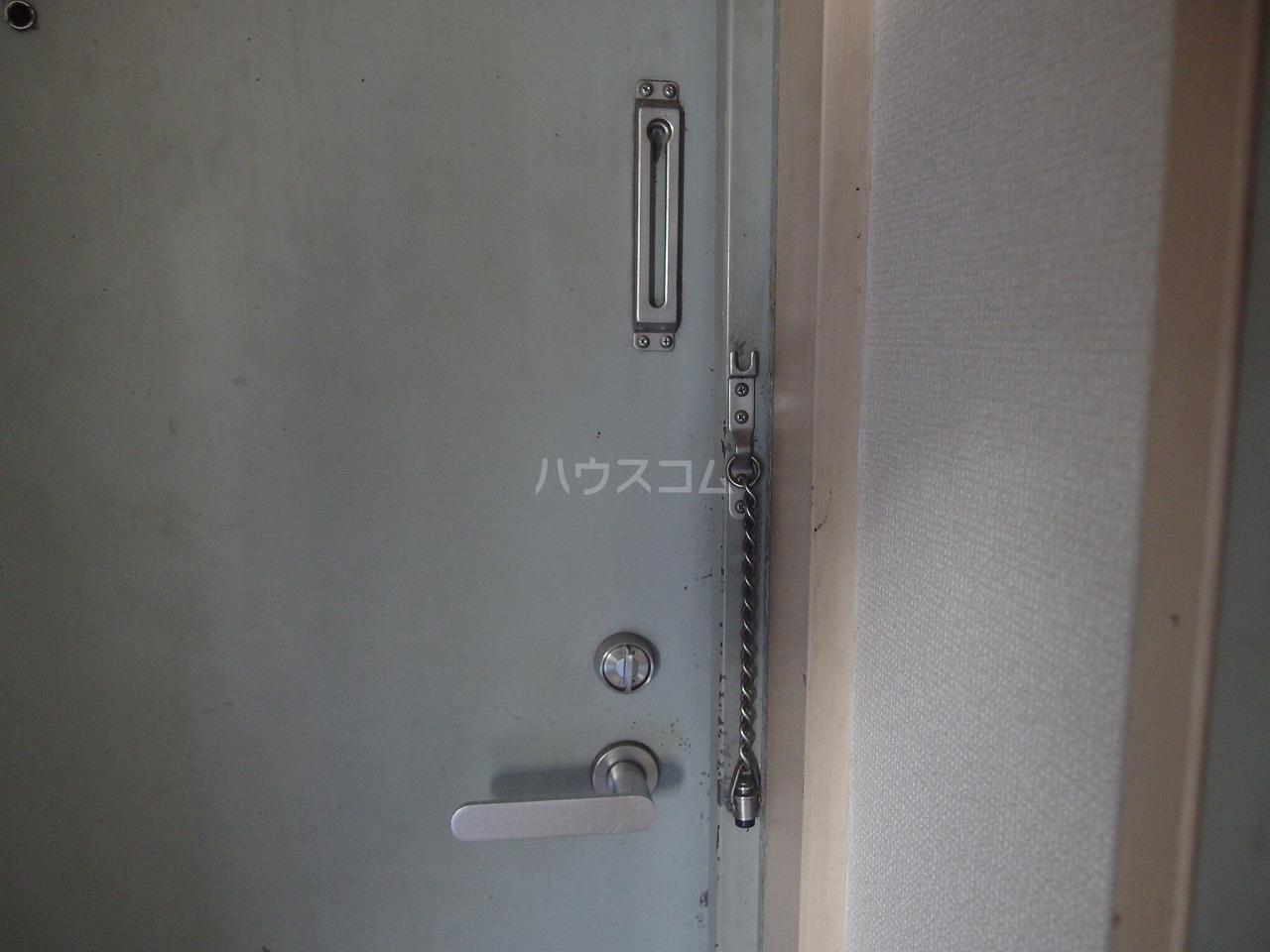 アベニューⅡ 305号室のエントランス