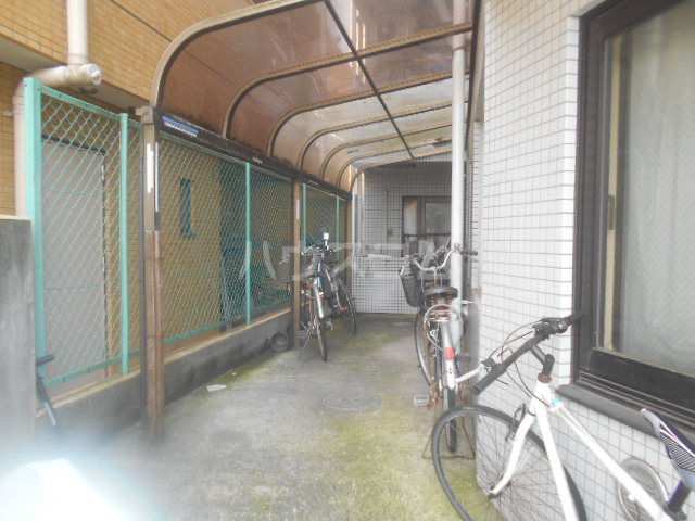 アベニューⅡ 504号室の駐車場