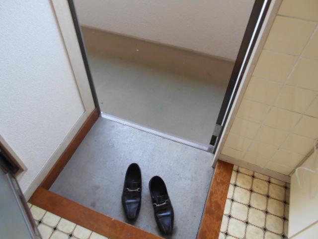 ヴィラ永山 202号室の玄関