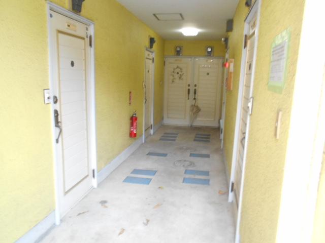 セフィール程久保 208号室のエントランス