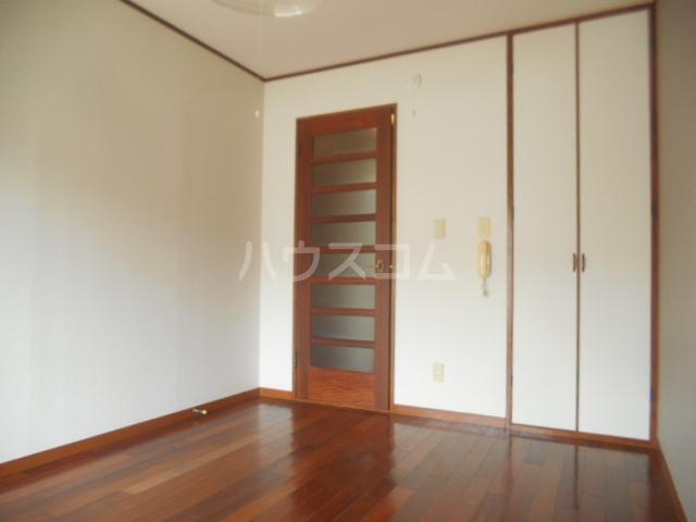 プチメゾン 102号室の居室