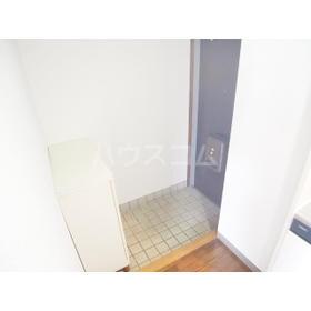 エクセルホワイト与野 201号室の玄関