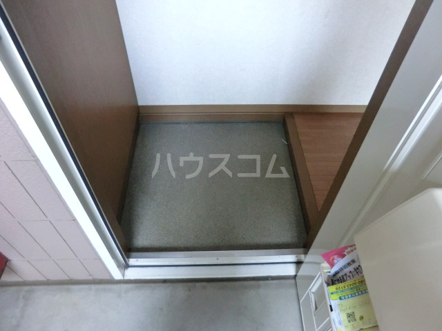 メイプル 202号室の玄関