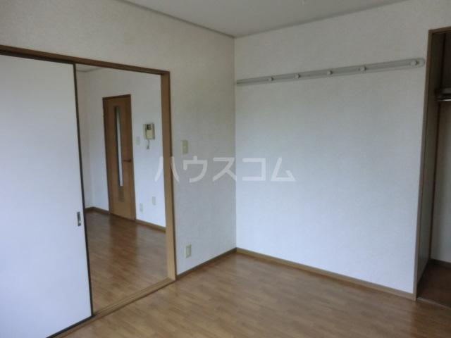 メイプル 202号室の居室