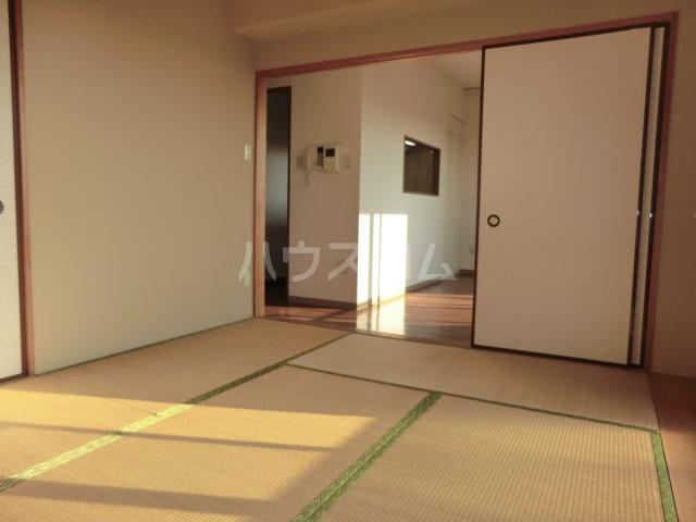 メゾン・デュ・モンテ 702号室の居室