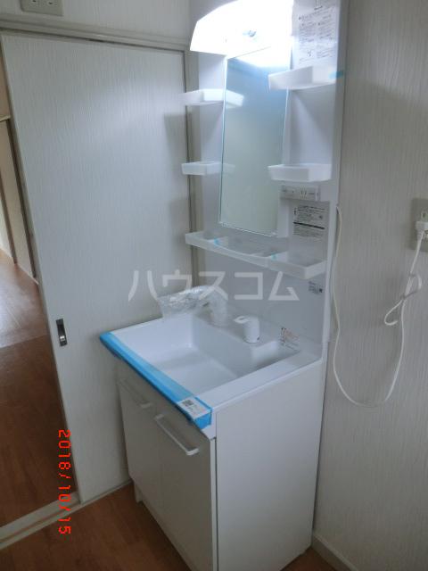 小川町靱負貸家の洗面所