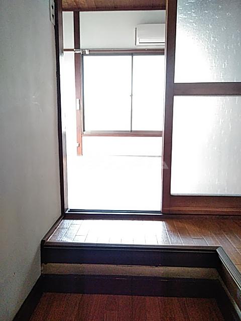 高木荘 12号室の玄関