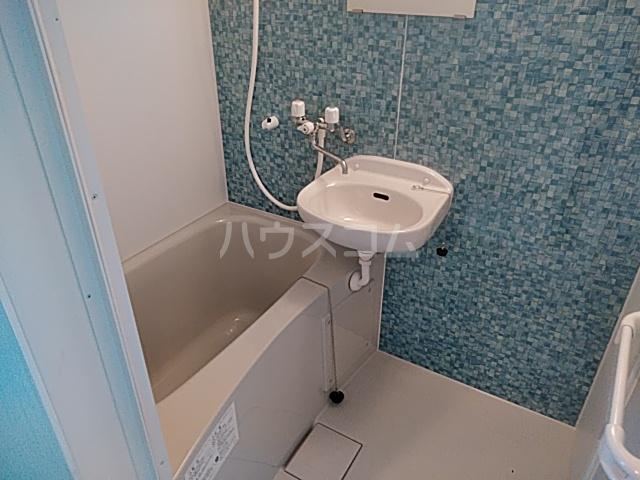 K&Mランド 101号室の洗面所