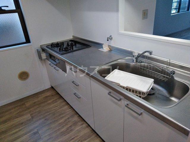 アーバンハイツ大岡山 201号室のキッチン