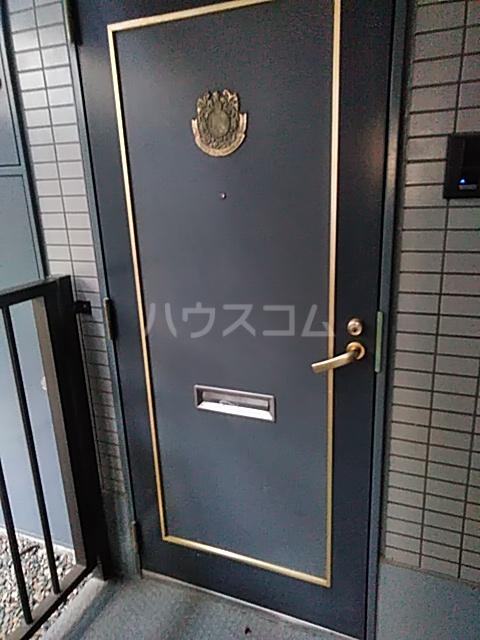 ワコーレエレガンス自由が丘 101号室の玄関