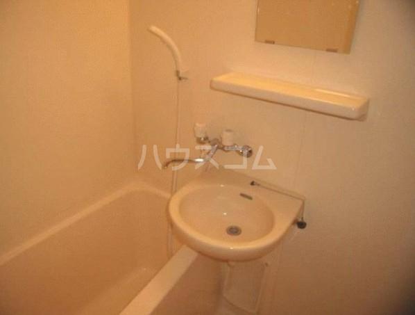 ロアール目黒本町 402号室の風呂