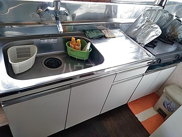 フラワーホーム 205号室のキッチン