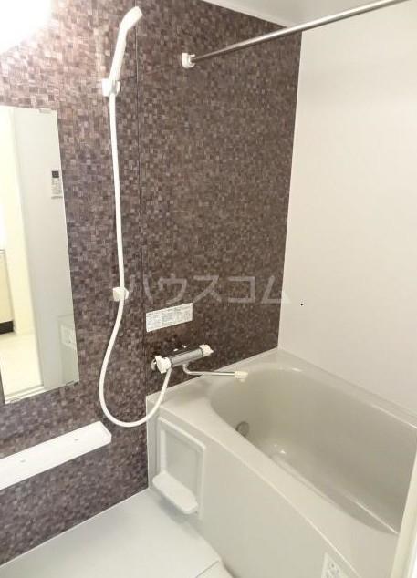 ウェルスクエア等々力 102号室の風呂